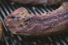 在bbq的肉 浅DOF 库存图片