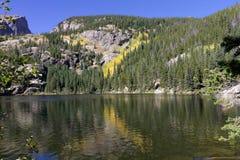 在Bear湖的秋天 库存图片