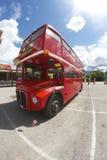 在Beatles天期间,伦敦公共汽车在贝卢诺, 库存照片