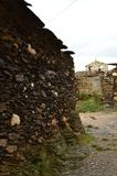 在Becerril实际拆毁的18世纪的老议院作为背景我们有镇钟楼 大厦建筑学 免版税图库摄影