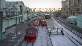 在Belorussky火车站的市郊火车在莫斯科 鲁斯 免版税库存照片