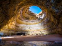 在Benagil海滩的著名海洞在阿尔加威,葡萄牙 免版税图库摄影
