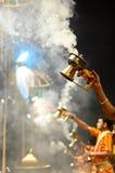 在Benaras喀什北方邦印度的甘加aarti 免版税图库摄影