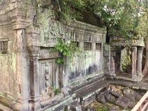 在Beng Mealea吴哥寺庙,柬埔寨的瞎的门 免版税库存照片