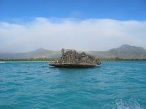 在Benitiers海岛,毛里求斯附近的水晶岩石 图库摄影