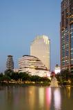 在Benjasiri公园的微明在曼谷 库存图片