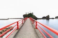 在Benten岩石的一个神道的信徒的门户 免版税图库摄影