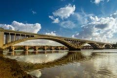 在Berwick在花呢的老nad新的桥梁 库存照片