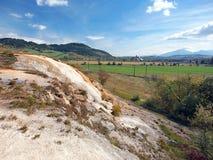 在Besenova,自然纪念碑的石灰华小瀑布 免版税库存图片