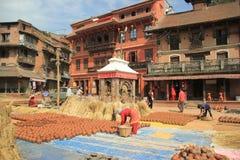 在Bhaktapur的瓦器正方形 库存图片