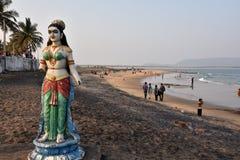 在Bhimili海滩的残破的雕象在Vishakhpatnam 库存图片