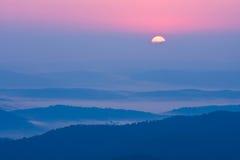 在Bieszczady山的有雾的风景,波兰,欧洲 库存图片