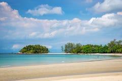 在Bintan海岛度假村的热带海滩 免版税库存照片