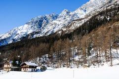 在bionaz附近的美丽的山在瓦尔d'Aosta,意大利 库存图片
