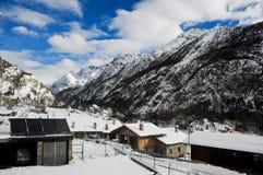 在bionaz附近的美丽的山在瓦尔d'Aosta,意大利 免版税库存照片