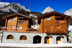 在bionaz附近的美丽的山小屋在瓦尔d'Aosta 库存照片