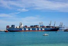 在Birzebugga口岸,马耳他的集装箱船 免版税库存图片