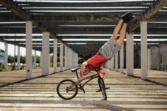 在BMX自行车的极端体育 图库摄影
