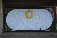 """在boardedup商店的街道画在减少购物拱廊圣乔治""""步行在克罗伊登 免版税库存图片"""