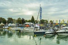 在BodenSee湖,腓特烈港,德国的汽艇 免版税库存图片