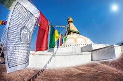 在Bodhnath stupa的祷告旗子 免版税图库摄影