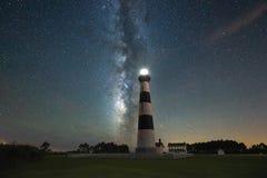 在Bodie灯塔后的银河星系 免版税图库摄影