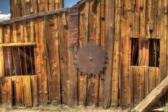 在Bodie鬼城, CA.的锯木厂。 图库摄影