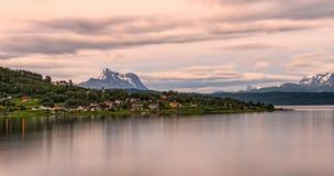 在Boge,诺尔兰县,挪威上的日出 库存图片