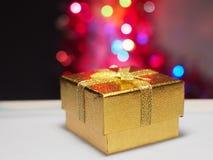 在bokeh背景的礼物盒  免版税库存照片