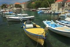 在Bol港口的小船 库存照片