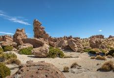 在Bolivean altiplano -波托西部门,玻利维亚的岩层 免版税库存照片
