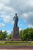在Bolotnaya堤防的Repin纪念碑在莫斯科 免版税库存照片