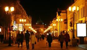 在Bolshaya Pokrovskaya街道的秋天晚上在下诺夫哥罗德 免版税库存图片