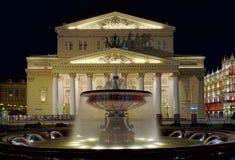 在Bolshoi剧院前面的喷泉 库存照片