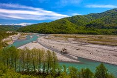 在Bolshoy附近Kimchay,索契村庄的沙河河  免版税库存图片