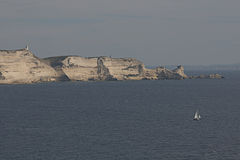 在Bonifacio II附近的科西嘉岛海岸线 免版税库存照片
