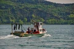 在Bosphorus的土耳其渔船 库存照片