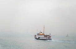 在Bosphorus的小船航行 免版税库存照片