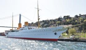 在Bosphorus的小船,伊斯坦布尔土耳其 免版税图库摄影