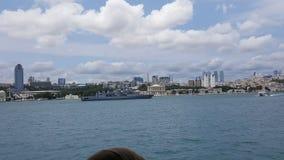在Bosphorus的战舰 免版税库存图片
