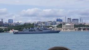 在Bosphorus的战舰 图库摄影
