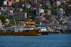 在Bosphorus的渔船 库存图片