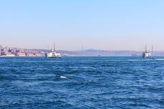 在Bosphorus的船 库存照片