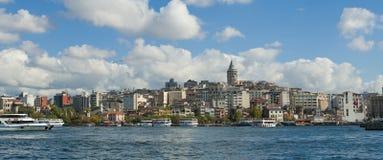 在Bosphorus的都市风景在伊斯坦布尔 免版税库存图片