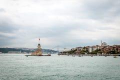 在Bosphorus ın伊斯坦布尔,土耳其的未婚的塔 库存图片