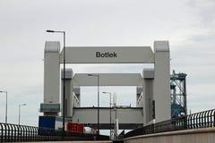 在Botlek桥梁botlekbrug的高速公路A15概要在全部是著名的故障的荷兰 免版税库存照片