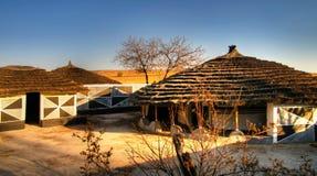 在Botshabelo,普马兰加省,南非的传统恩德贝莱小屋 免版税库存照片