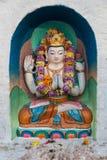 在Boudhanath Stupa的小五颜六色的佛教雕象 免版税库存照片