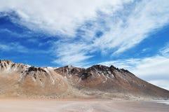 在bovivian沙漠的一座山 库存照片