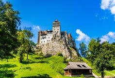 在BraÈ™ov, Transylvan临近地区的麸皮城堡  免版税库存图片